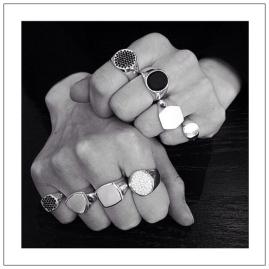 simple-jewelry-tom-wood-signette-rings-desmitten