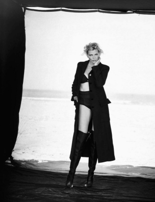 eva-herzigova-nadja-auermann-cindy-crawford-tatjana-patitz-karen-alexander-helena-christensen-by-peter-lindbergh-for-vogue-italia-september-2015-13