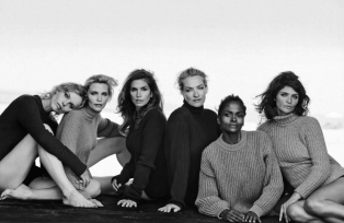 eva-herzigova-nadja-auermann-cindy-crawford-tatjana-patitz-karen-alexander-helena-christensen-by-peter-lindbergh-for-vogue-italia-september-2015