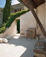 Rustic-and-Chic-Old-Villa-idea+sgn-in-Provence-France-by-Josephine-Ryan-19-240x300