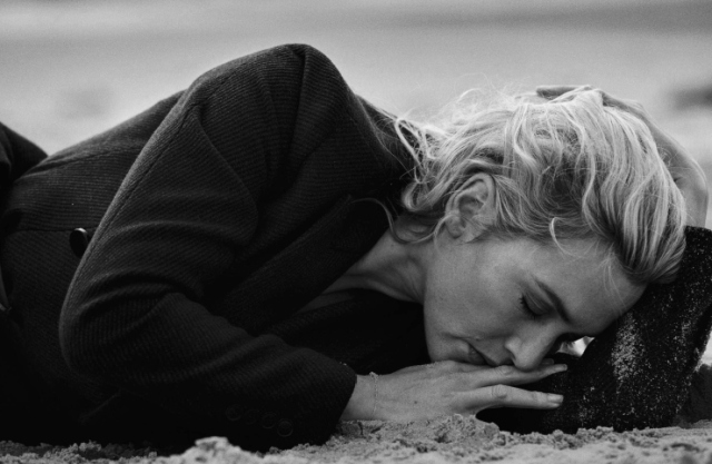 kate-winslet-by-peter-lindbergh-for-vogue-italia-november-2015-9