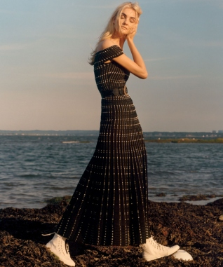 caroline-trentini-by-jamie-hawkesworth-for-vogue-us-december-2015-8