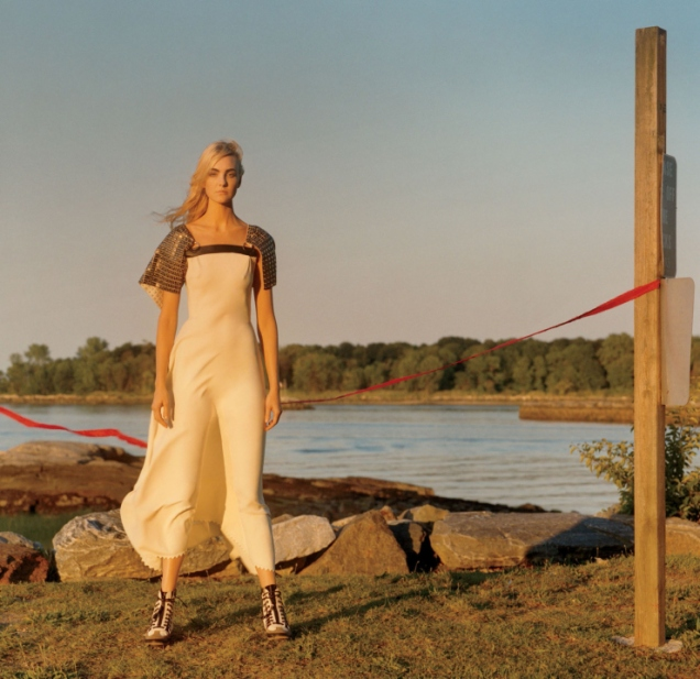 caroline-trentini-by-jamie-hawkesworth-for-vogue-us-december-2015