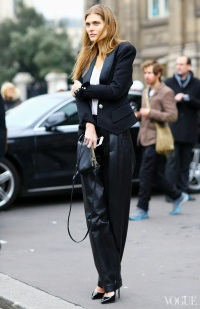la_modella_mafia_Malgosia_Bela_model_off_duty_Fall_2013_fashion_week_street_style_in_a_Balmain_jacket_and_pants_C_line_bag_via_vogue