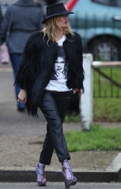 Kate-Moss-Wears-David-Bowie-Shirt-2016