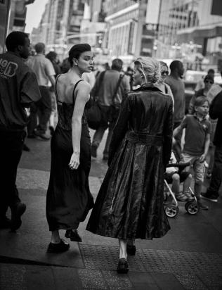 walking-by-peter-lindbergh-for-vogue-italia-october-2016-40