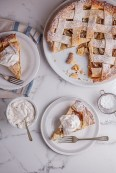 Classic-apple-pie-with-cinnamon-cream