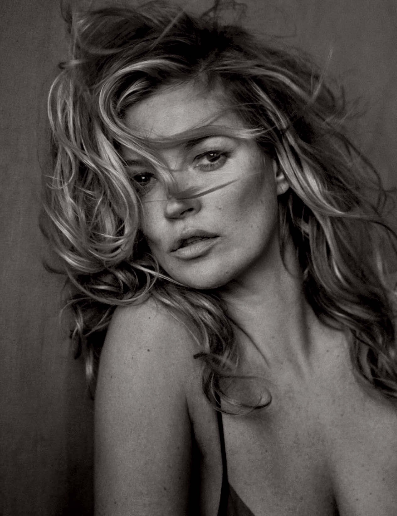 Vogue-Germany-May-2017-by-Peter-Lindbergh-00a-Kate-Moss
