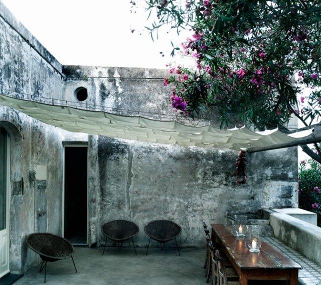 modern_vacation_rentals_stromboli_italy_004