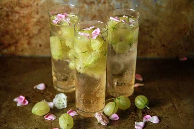 Gooseberry-Elderflower-Champagne-Cocktail-from-HeatherChristo.com_