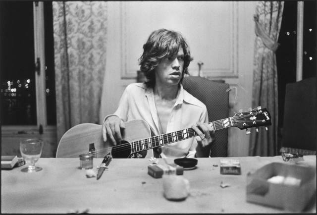 pr_rolling_stones_tarle_mick_with_guitar_1971_21763_l-1