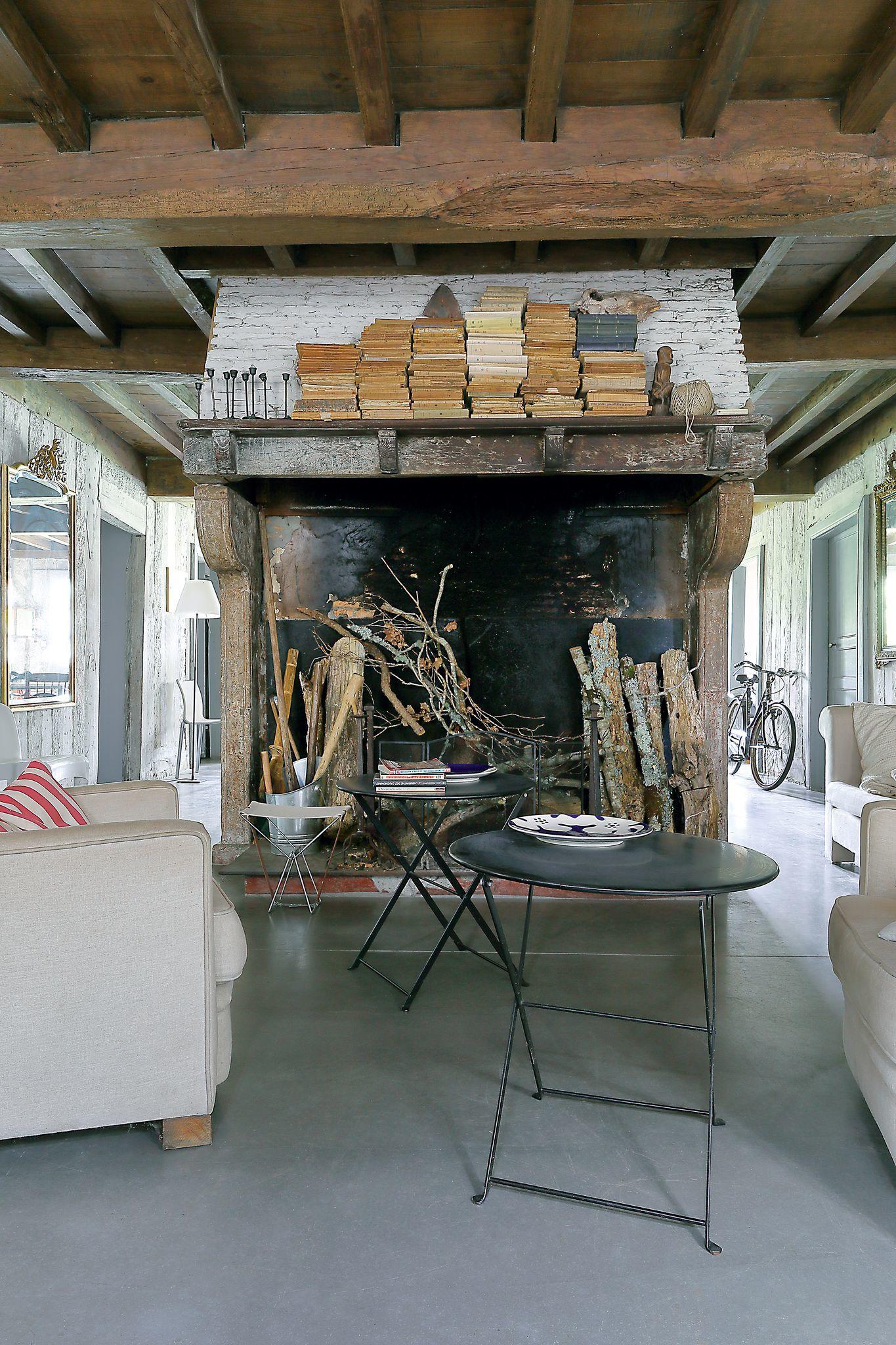 une-cheminee-depoque-vient-structurer-lespace_6097958